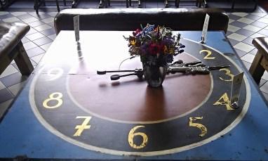 Die Zeit auf einem Tisch