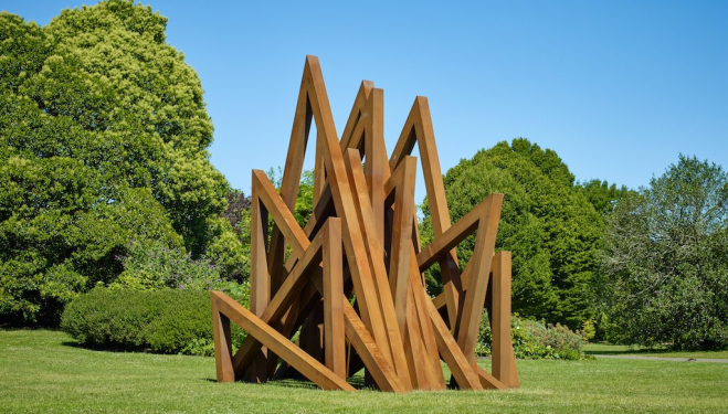 things-to-do-in-london-this-weekend-frieze-sculpture-Bernar-Venet-corporate-style-story