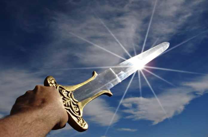 Epée pointé vers le ciel