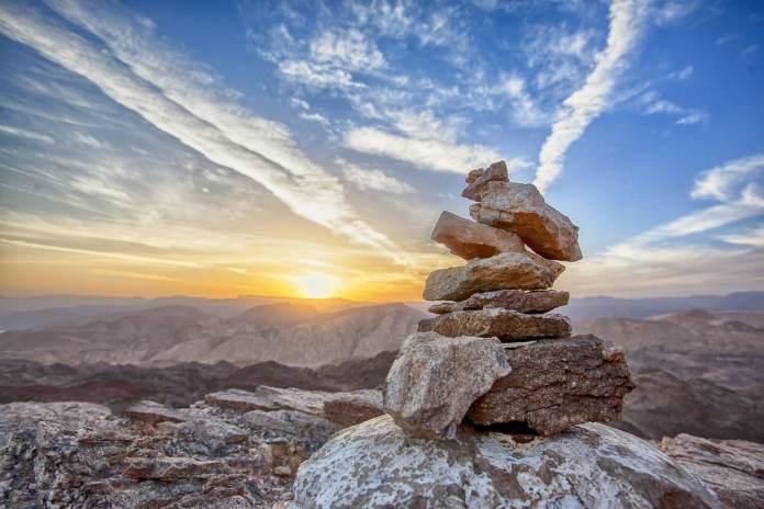 Empilement de pierre sur une montagne