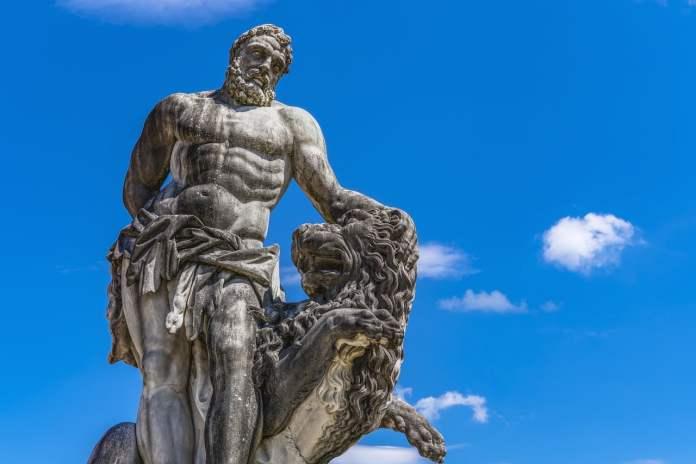 Statue d'Heracles et du lion de Némée