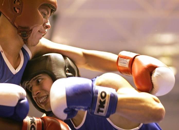 deux boxeur qui combattent