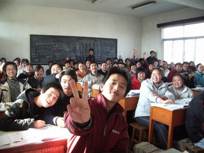Photo d'une classe apparemment très heureuse