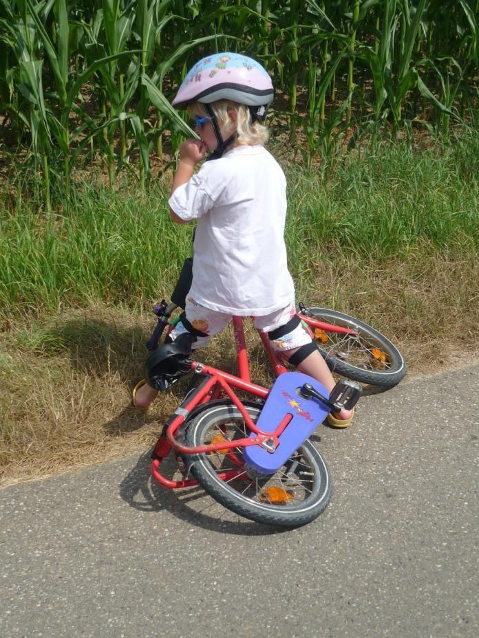 Enfant qui tombe du vélo