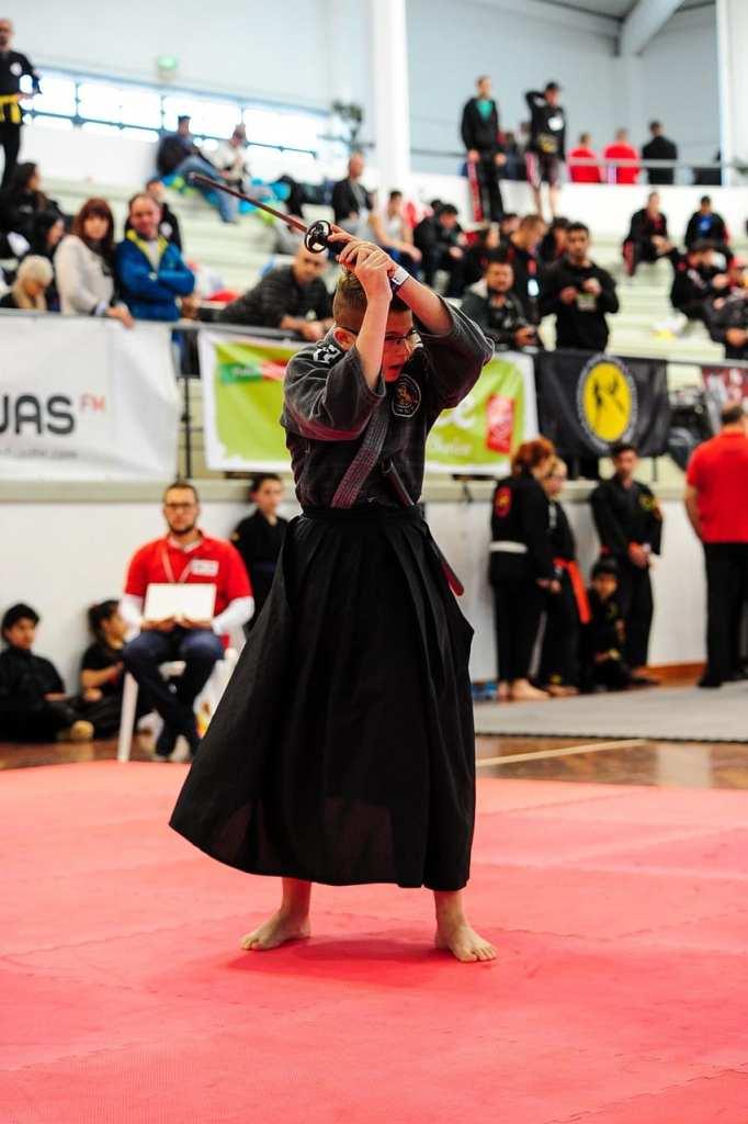 Jeune homme à une compétition de Iaido