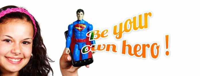 "Figurine avec ""be your own hero"""