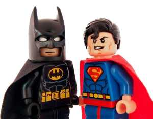 S'entraîner à deux : Figurines de batman et superman