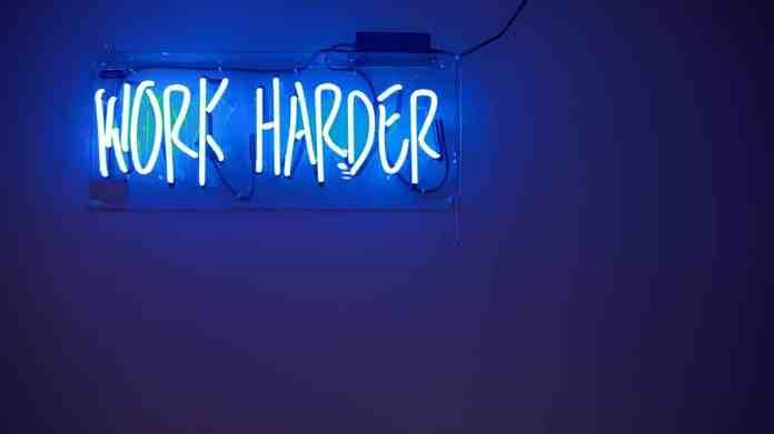 "Panneau lumineux ""work harder"""