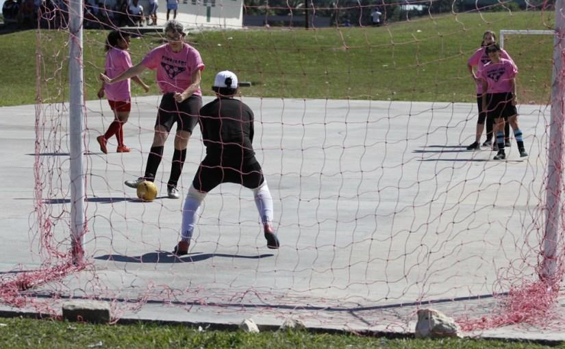 12 consejos para evitar lesiones si juegas fútbol los fines de semana