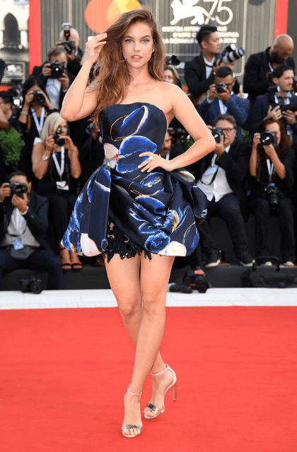 Barbara Palvin in Armani Privè, festival del cinema