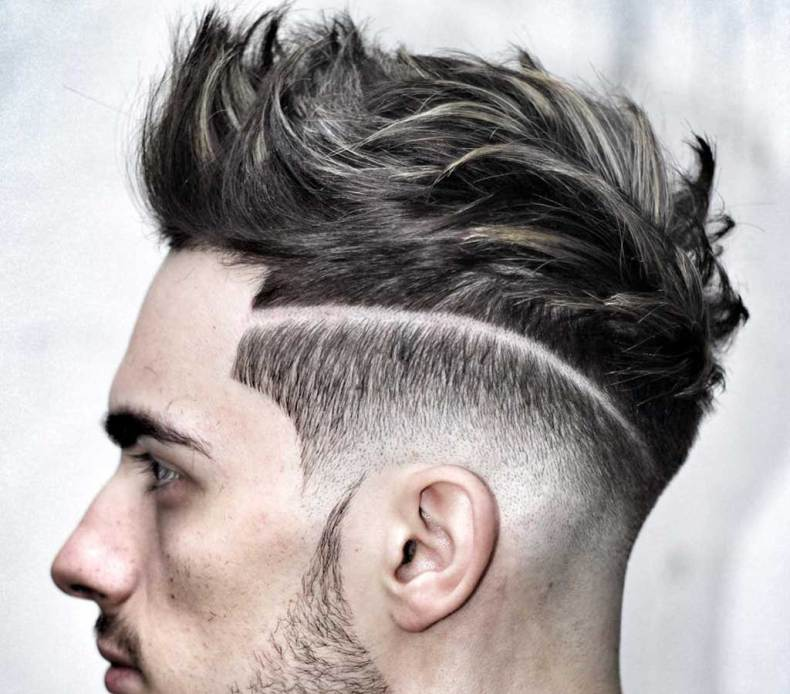 Pettinatura da uomo sbarazzina con riga, capelli corti per uomo