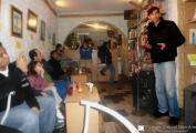 Carlos Dorado director del Corredor Cultural NarvArte, da inicio a la presentación.
