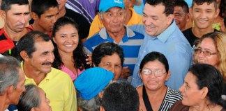 Deputado Tony Medeiros em meio à comunidade/Foto: Divulgação