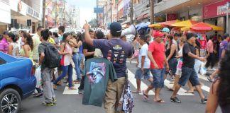 A correria n o centro comercial de Manaus/Foto: Zeferino Neto