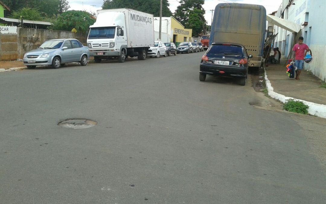 Caminhões e ônibus não foram retirados do centro de Vazante durante Festa da Lapa