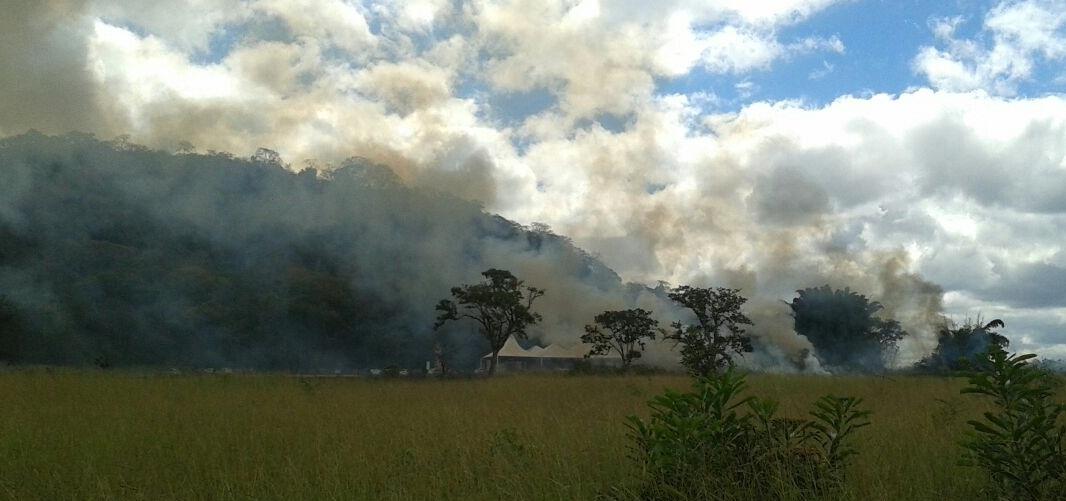 Incêndio destrói vegetação próximo a Gruta da Lapa Nova em Vazante; Polícia Ambiental deu suporte
