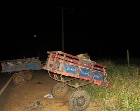 Grave acidente envolve automóvel e carroceiros