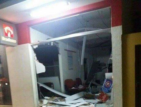 URGENTE: Bandidos explodem duas agências bancárias em Lagoa Grande e fogem sentido Vazante, diz PM