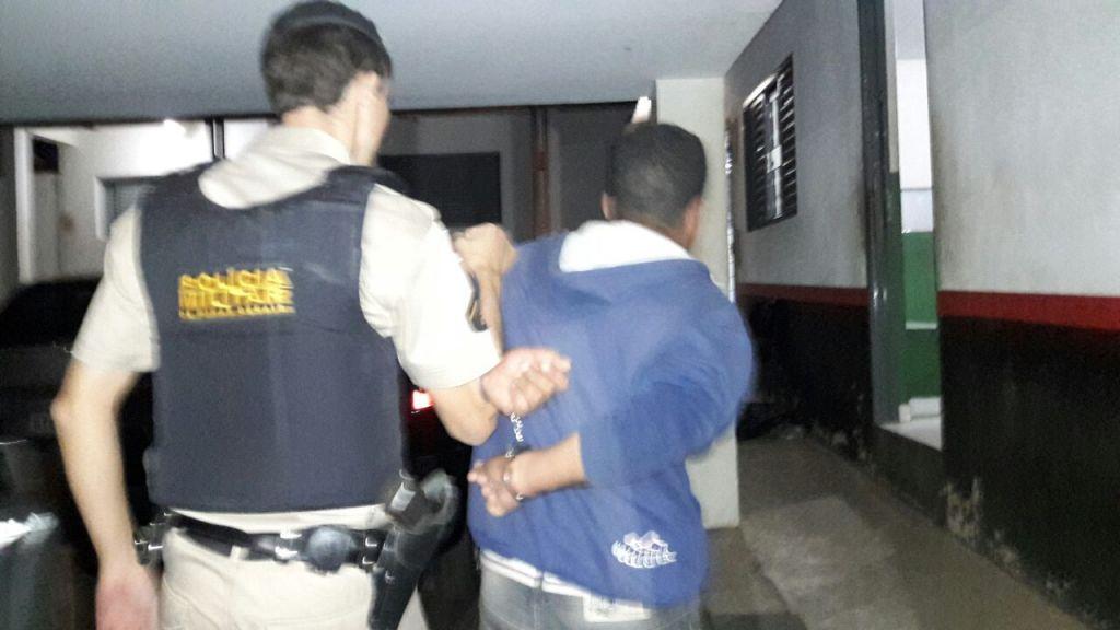 Tio e Sobrinho são presos após tentativa de assalto à restaurante