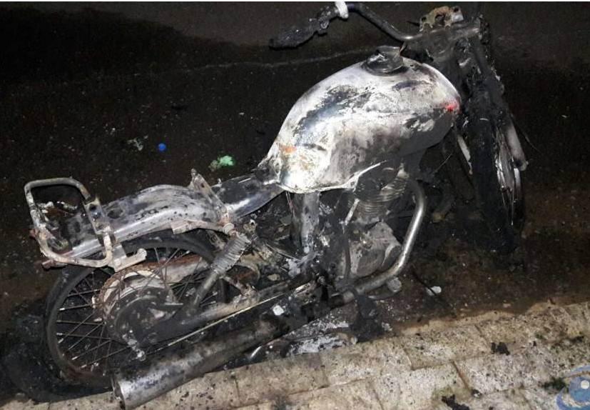 Moto é furtada e logo após incendiada em Patos de Minas