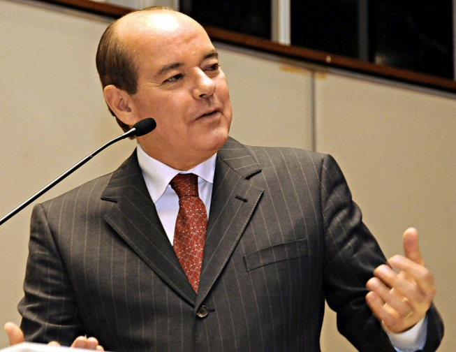 Suplente de Aécio Neves no Senado é réu em ação por improbidade administrativa