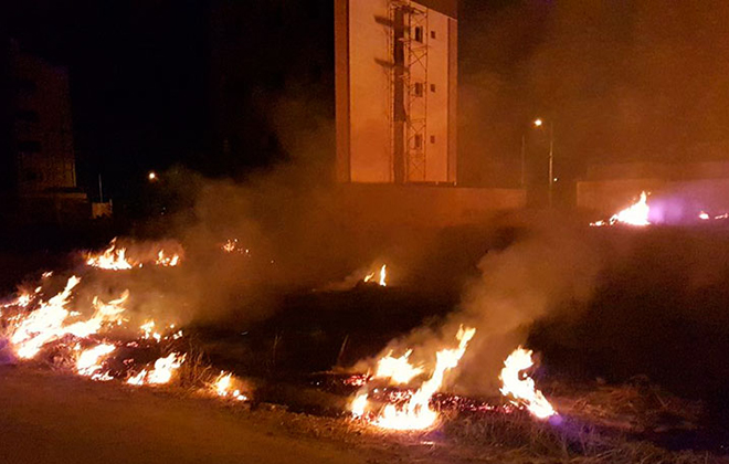 Enquanto conscientização não vem, moradores voltam a sofrer com queimadas em lotes vagos