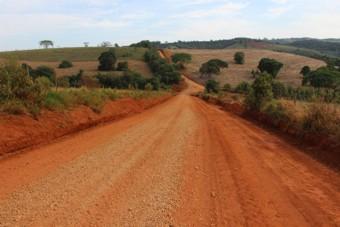 Prefeitura de Lagamar segue com manutenção constante da estrada para São Brás de Minas e Retiro da Roça