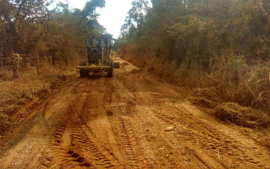 LAGAMAR: Prefeitura está realizando manutenção nas estradas rurais do município