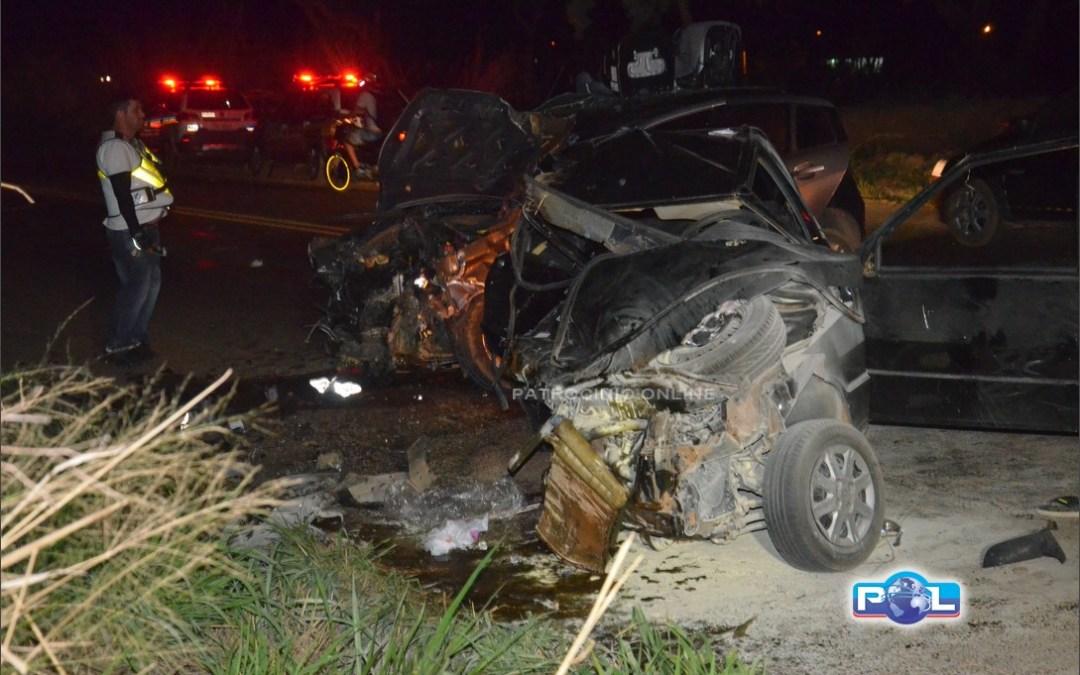 Duas pessoas morrem em acidente envolvendo três veículos na MG-230