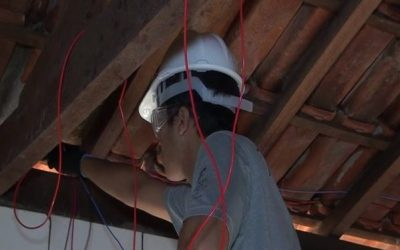 Alunos do IFTM realizam reforma elétrica em residências de famílias carentes