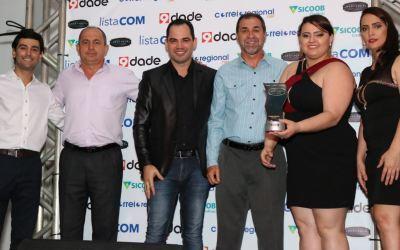 """9dade Comunicação, em parceria com Sicoob Credivaz, realiza """"Destaque Empresarial e Profissional"""" em Guarda-mor"""