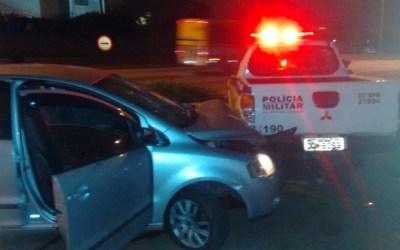 Trio sequestra motorista, rouba grávida e troca tiros com PM em Betim