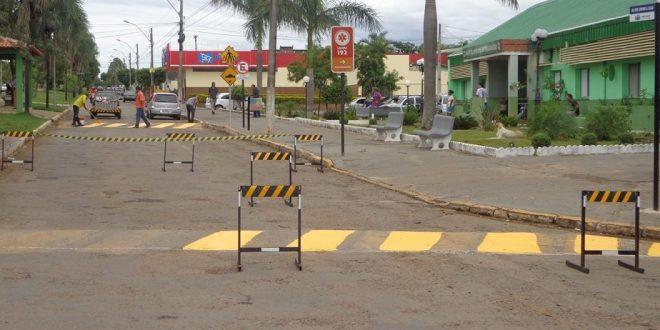 PIRACANJUBA: Ruas recebem nova sinalização de trânsito e tapa buracos
