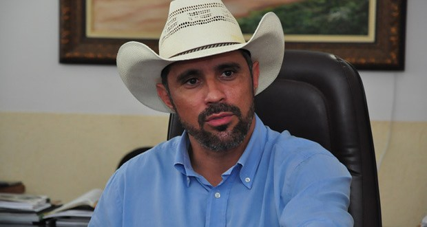 Povo Feliz: Amauri Ribeiro reassume prefeitura em Piracanjuba