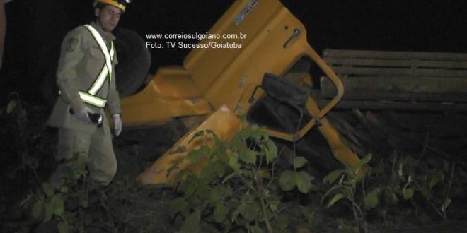 Acidente e Morte: Caminhonete tomba e motorista morre em Goiatuba