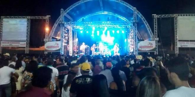 Festa do Centenário começa com milhares de pessoas na Praça Rui Barbosa