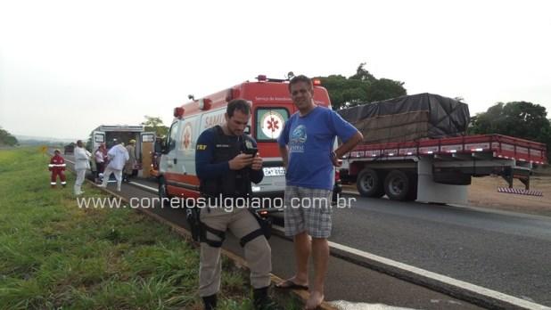 PRF trabalha no local do acidente