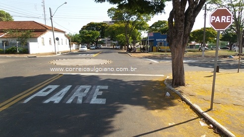 Sinalização Rua Felício Chaves sentido Complem para Delegacia, onde trafegava a moto Yamaha Neo conduzida por Januza