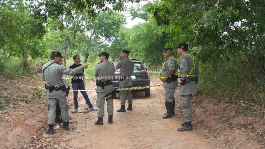 Polícia Militar isola área e aguarda Polícia Técnica