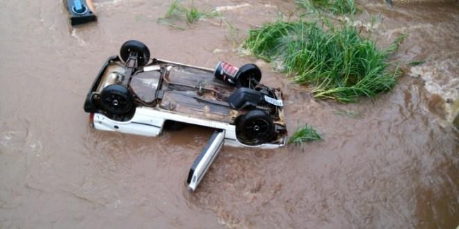 Carro cai no córrego Cascavel, em Goiânia e jovem mulher morre
