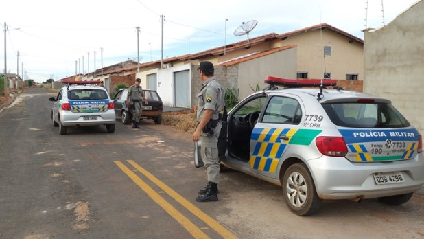 Polícia segue pista e encontra carro menos de 10 minutos após o ocorrido