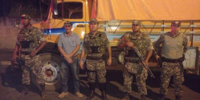 Polícia Ambiental salva motorista refém, recupera caminhão roubado e prende suspeitos…