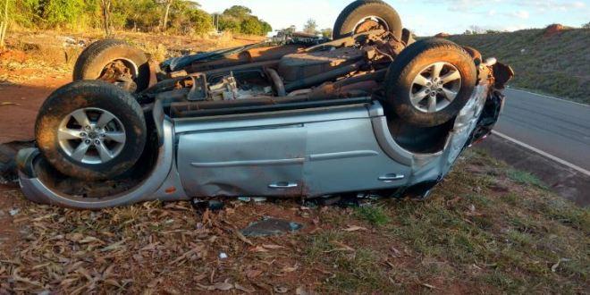 BR-153 – Condutor morre ao capotar veículo sobre viaduto de acesso à Piracanjuba!!!