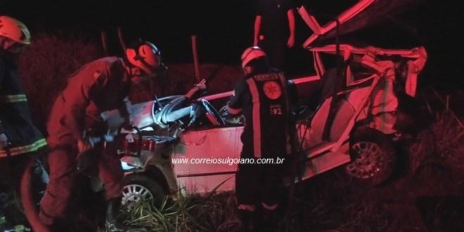 Em Morrinhos, dois homens morrem e mulher fica ferida em acidente na GO-147, saída para Água Limpa