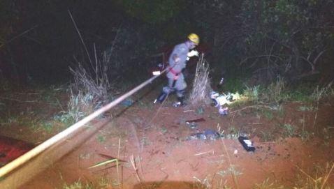 Corpo de Bombeiros resgata vítimas de acidente
