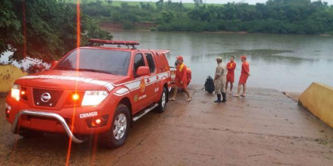 Estudante de 20 anos morre afogado no Rio Paranaíba após pular da ponte enquanto se divertia com amigos