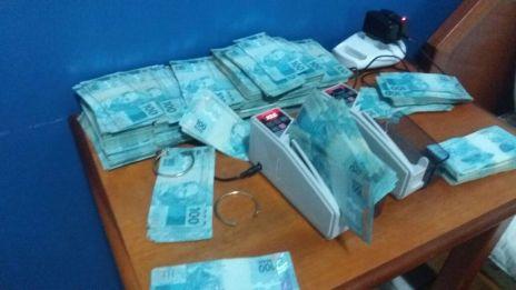PM apreende quase R$ 1.000.000,00