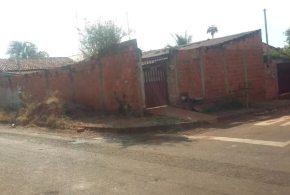 Homem é suspeito de agredir namorada, matar vizinho e quase é linchado por outros vizinhos em Itumbiara