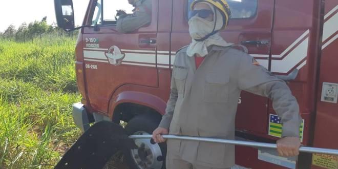 FOGO NO MATO: Corpo de Bombeiros age rápido para conter fogo em vegetação junto ao DAIMO, em Morrinhos