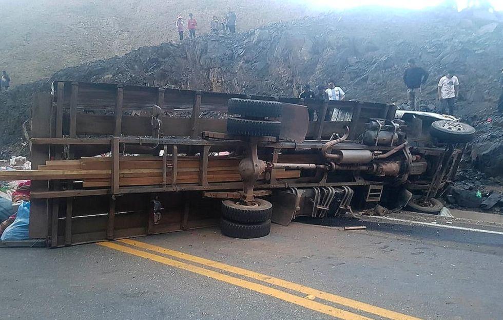 18 muertos y 17 heridos en accidente de tránsito en Potosí